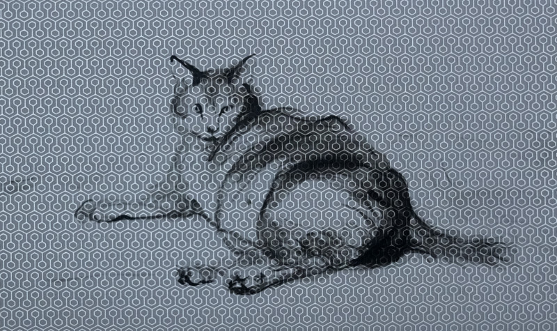 Cat lying on silver-grey wallpaper | 26x40 cm